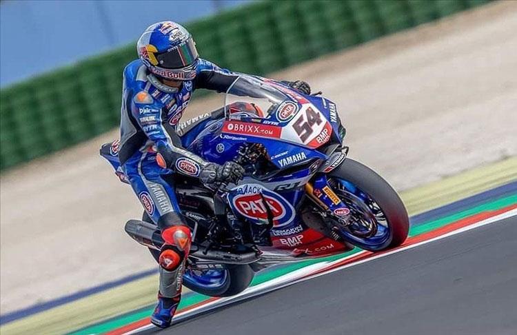 Milli motosikletçi Razgatlıoğlu İngiltere'de birinci oldu