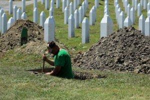 Temmuz ayında toptağa verilecek Srebrenitsa kurbanlarının mezarları kazılıyor