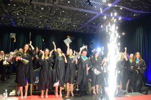 New York Tirana Üniversitesinde mezuniyet heyecanı