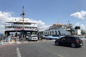 Çanakkale'deki feribot iskelelerinde yoğunluğu sürüyor