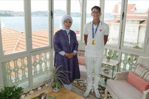 Emine Erdoğan, olimpiyat şampiyonu milli okçu Mete Gazoz'u kabul etti