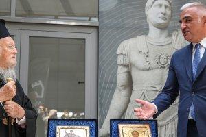 Kültür ve Turizm Bakanı Ersoy, Gökçeada'daki tarihi kiliselerden çalınan ikonaların teslim töreni