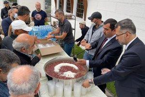 DİTİB'de cuma namazı sonrası aşure dağıtıldı