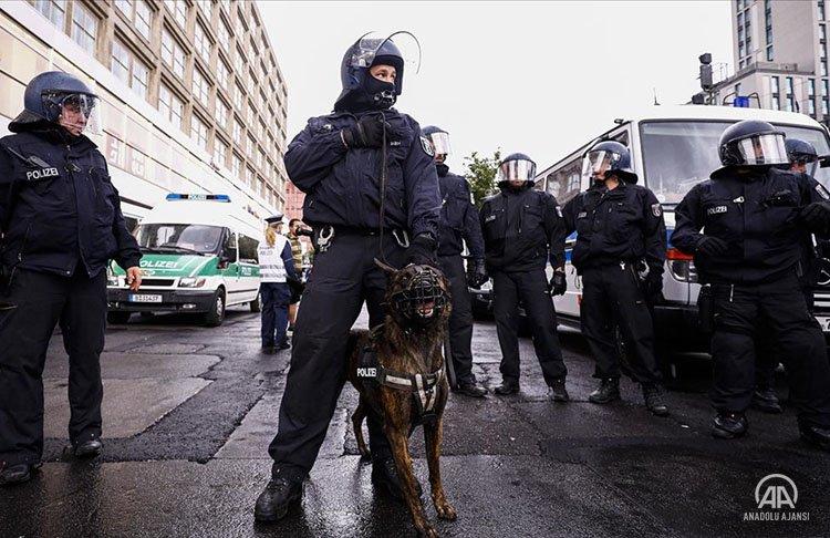 Almanya polisi, Virüs önlemlerini protesto etmek isteyen göstericilere müdahale etti