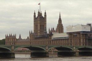 İngiliz parlamentosu tartışmalı vergi artışını kabul etti