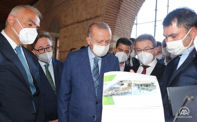Cumhurbaşkanı Erdoğan, Rami Kışlası'nda incelemelerde bulundu