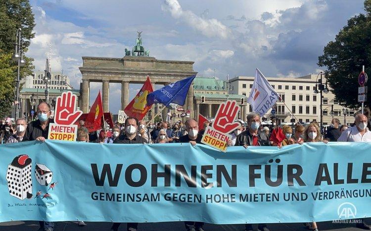 Almanya'da artan konut fiyatları Berlin'de protesto edildi