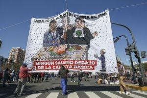 Arjantin'de binlerce kişi istihdam ve sosyal yardım talebi için yürüdü