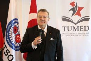 Türkiye'nin Tiran Büyükelçisi Yörük, Türkiye Burslarını kazanan Arnavut öğrencilerle bir araya geldi