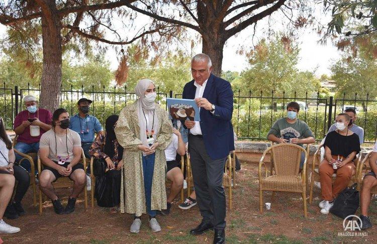 Kültür ve Turizm Bakanı Ersoy, Şanlıurfa'da yabancı öğrencilerle buluştu