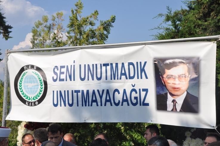 Dr. Sadık Ahmet kabri başında anıldı